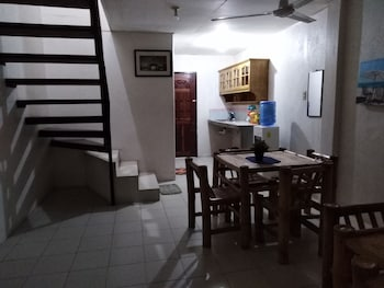 DEDEN'S PIZZERIA AND GUESTHOUSE - MOALBOAL PANAGSAMA
