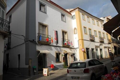Hostel Burgos, Évora