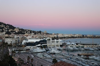 Apartment With one Bedroom in Cannes, With Wonderful City View and Wif