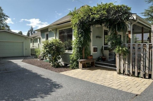 Geneva Garden Bungalow - Two Bedroom Home, Whatcom