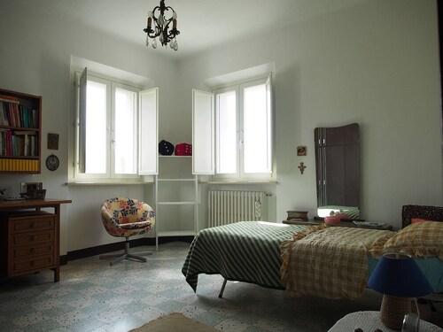 Casa Alex, Fermo