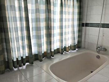 PURA VIDA VILLAS Deep Soaking Bathtub