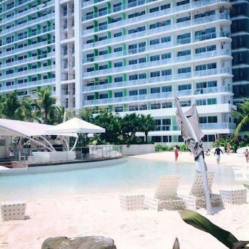 2 BR CONDO BY JAD AT AZURE URBAN RESORT RESIDENCES Outdoor Pool