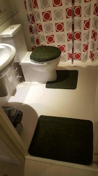 2 BR CONDO BY JAD AT AZURE URBAN RESORT RESIDENCES Bathroom