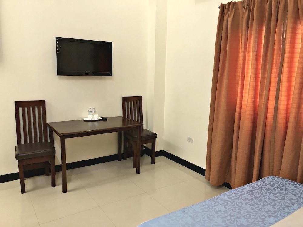 https://i.travelapi.com/hotels/28000000/27750000/27741500/27741497/2be8e2b5_z.jpg