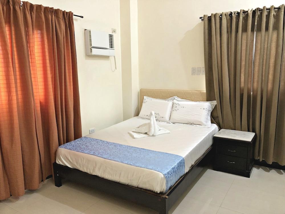 https://i.travelapi.com/hotels/28000000/27750000/27741500/27741497/385dc865_z.jpg