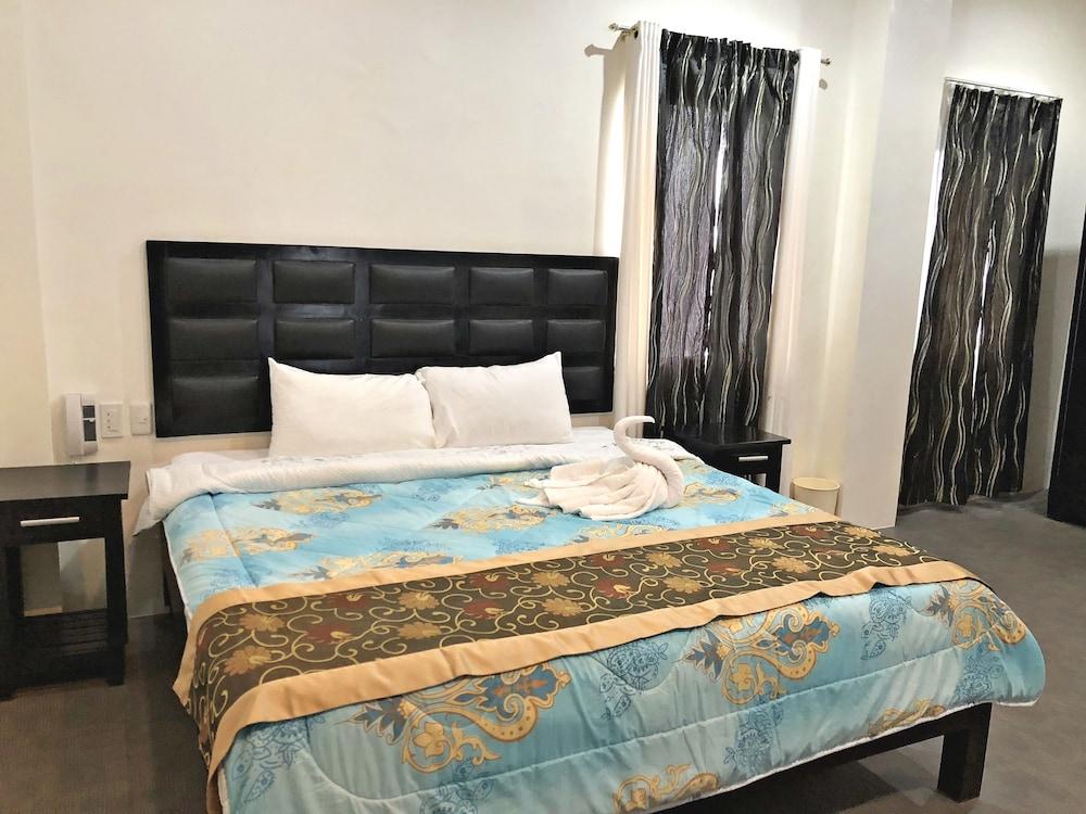 https://i.travelapi.com/hotels/28000000/27750000/27741500/27741497/81ede005_z.jpg