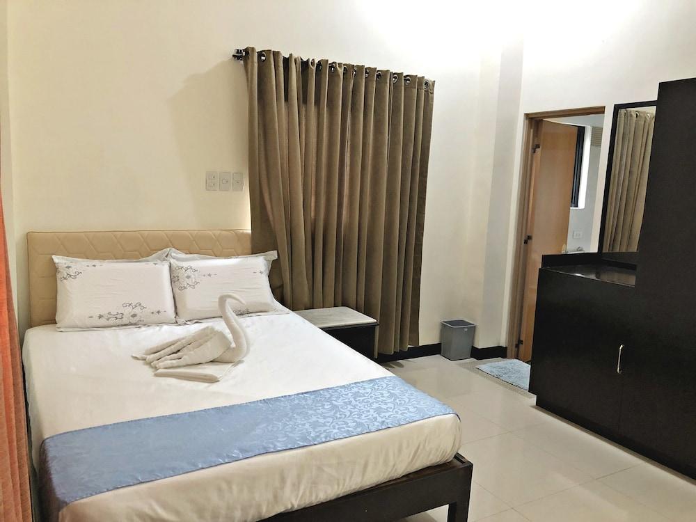 https://i.travelapi.com/hotels/28000000/27750000/27741500/27741497/850b12c4_z.jpg