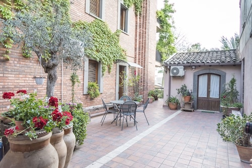 . Relais Chiesa Madre Rooms and Apartments