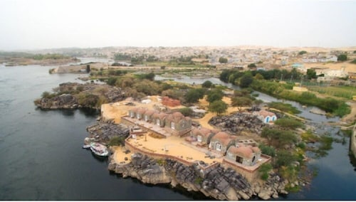 Anakato Kiki, Aswan