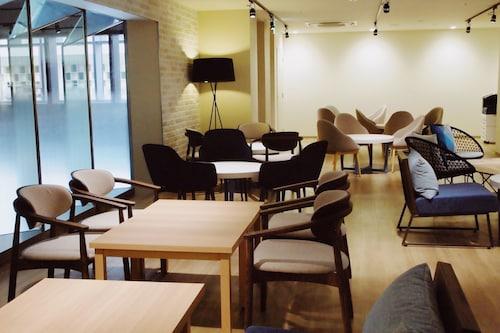 WeBase TAKAMATSU - Hostel, Takamatsu