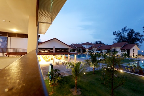 Lanjut Beach & Golf Resort, Rompin