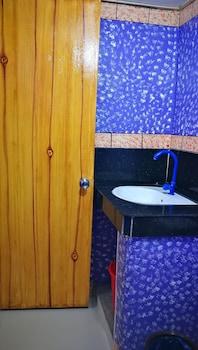 HENSONVILLE PLACE Bathroom Sink