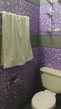 HENSONVILLE PLACE Bathroom Amenities