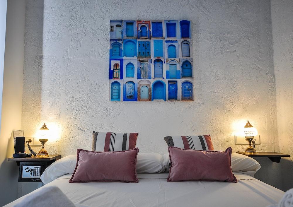 https://i.travelapi.com/hotels/28000000/27840000/27837600/27837599/66d7339a_z.jpg