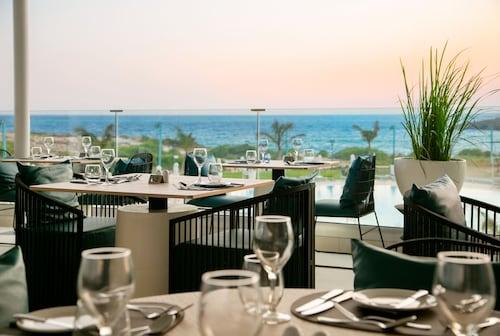 Ayia Napa - Nissiblu Beach Resort - z Krakowa, 14 kwietnia 2021, 3 noce