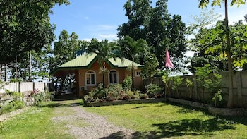 CAMIGUIN ISLAND HOME Parking