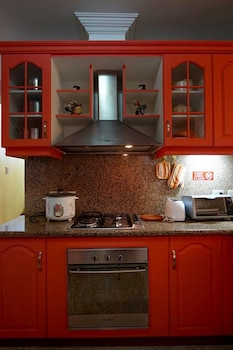 CHARMING TAGAYTAY VACATION HOME In-Room Kitchen