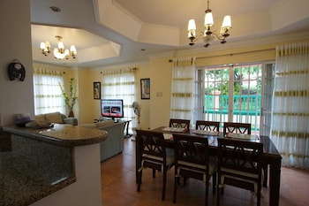 CHARMING TAGAYTAY VACATION HOME In-Room Dining