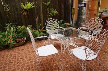 CHARMING TAGAYTAY VACATION HOME Terrace/Patio