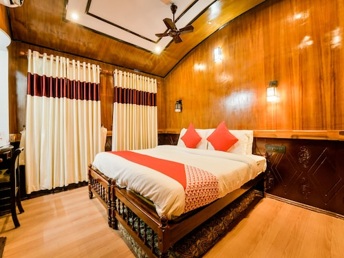 OYO 13525 HouseBoat My Trip Deluxe 3 BHK Private, Alappuzha
