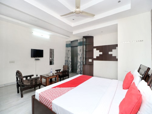 OYO 15728 The Shradha Guest House, Panchkula