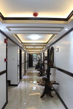 MINA'S PLACE Hallway