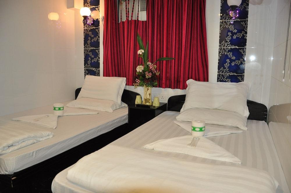 https://i.travelapi.com/hotels/29000000/28240000/28236900/28236824/3c96c075_z.jpg