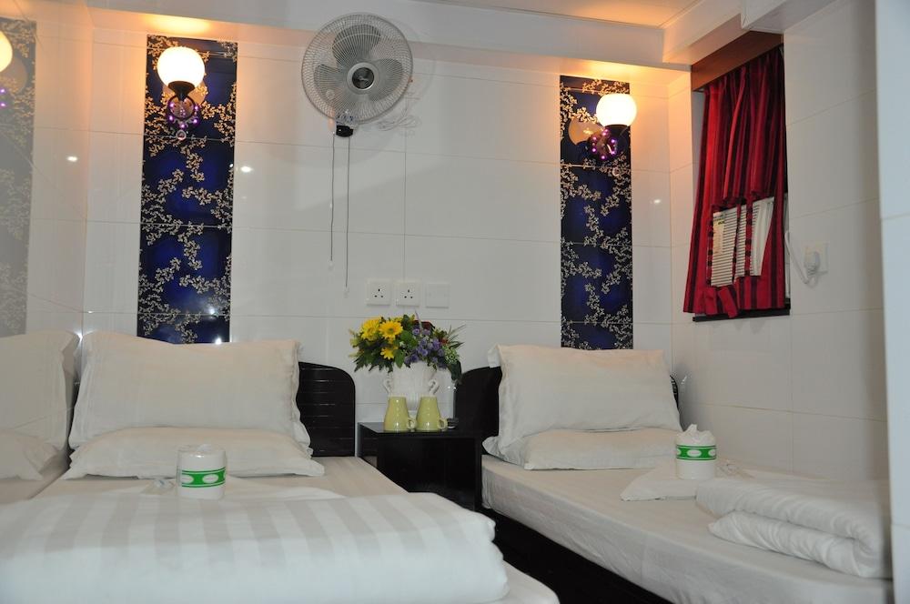 https://i.travelapi.com/hotels/29000000/28240000/28236900/28236824/a57c3066_z.jpg