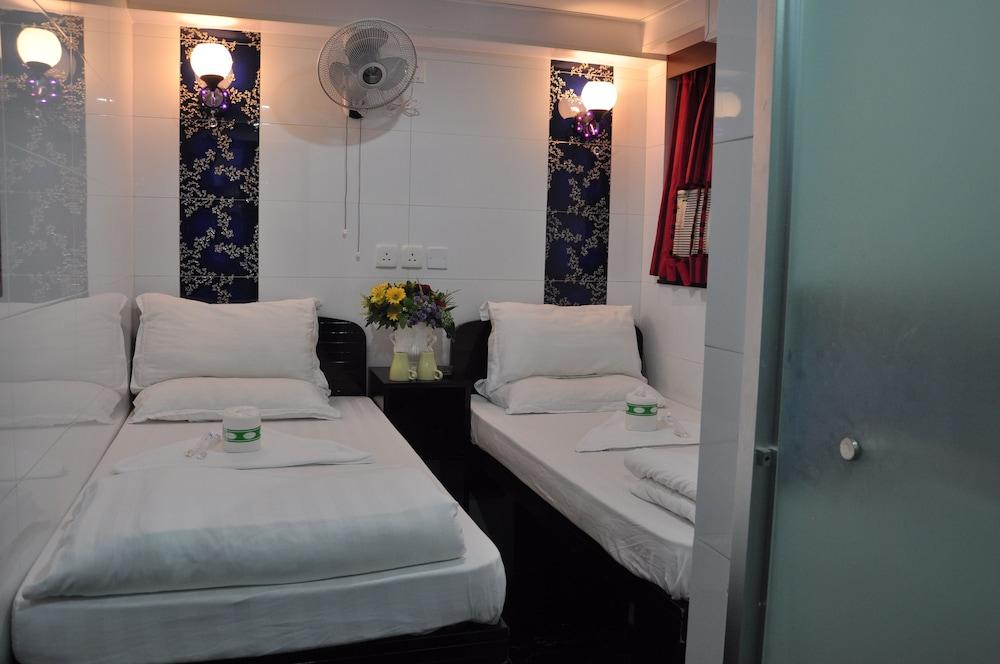 https://i.travelapi.com/hotels/29000000/28240000/28236900/28236824/d6db3303_z.jpg