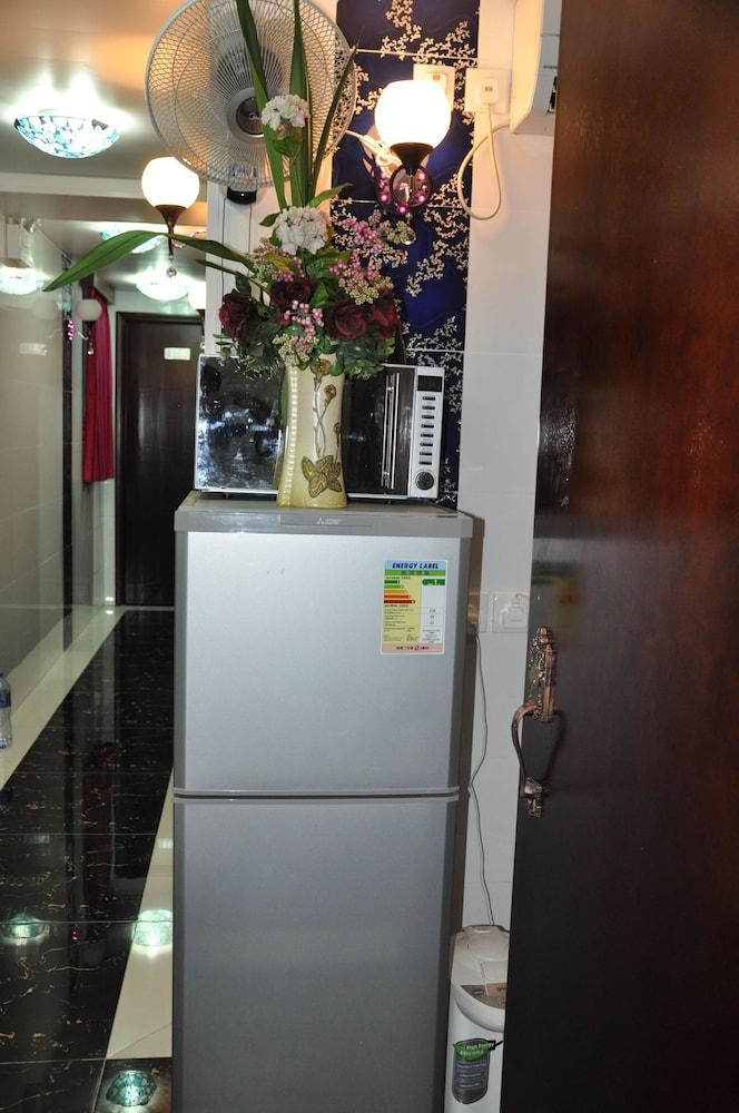 https://i.travelapi.com/hotels/29000000/28240000/28236900/28236824/ff4b24b9_z.jpg