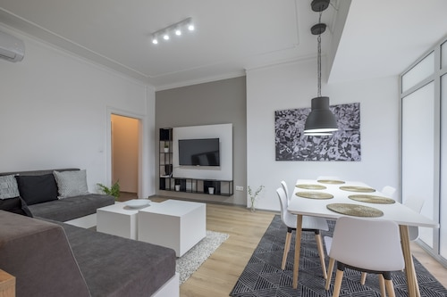 . Stylish 2 BR Home in Center of Sofia