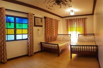 TALISAY LAKESIDE VILLAS Room