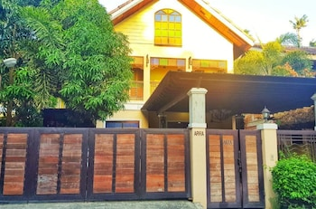 TALISAY LAKESIDE VILLAS Front of Property