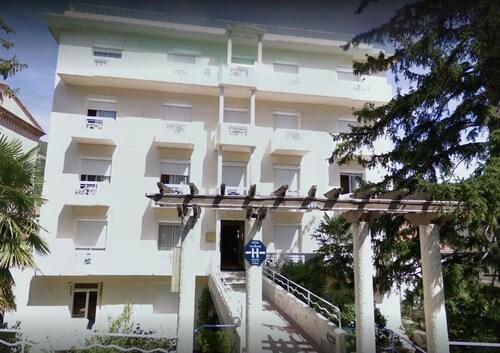 . Hôtel la Pergola