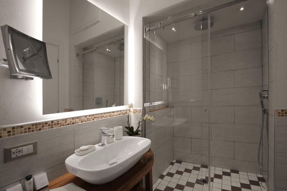 https://i.travelapi.com/hotels/29000000/28610000/28605900/28605870/69e61fab_z.jpg