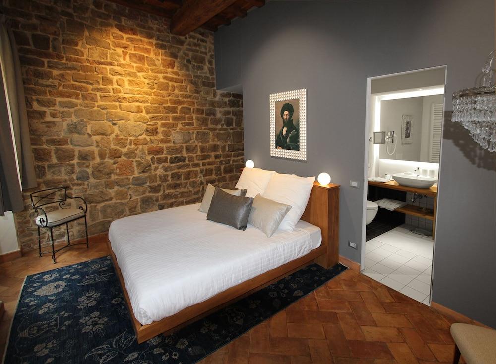 https://i.travelapi.com/hotels/29000000/28610000/28605900/28605870/8b95381f_z.jpg