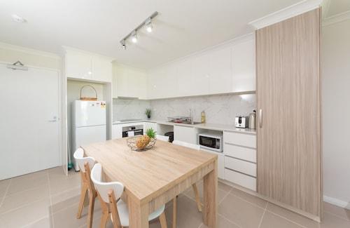 Lakeview Apartment Suite 16, Rockingham