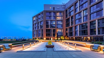 Global Luxury Suites at The Wharf photo