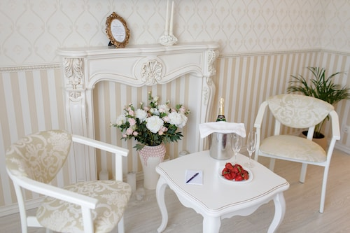 Royal Suite near Lake, Sums'ka