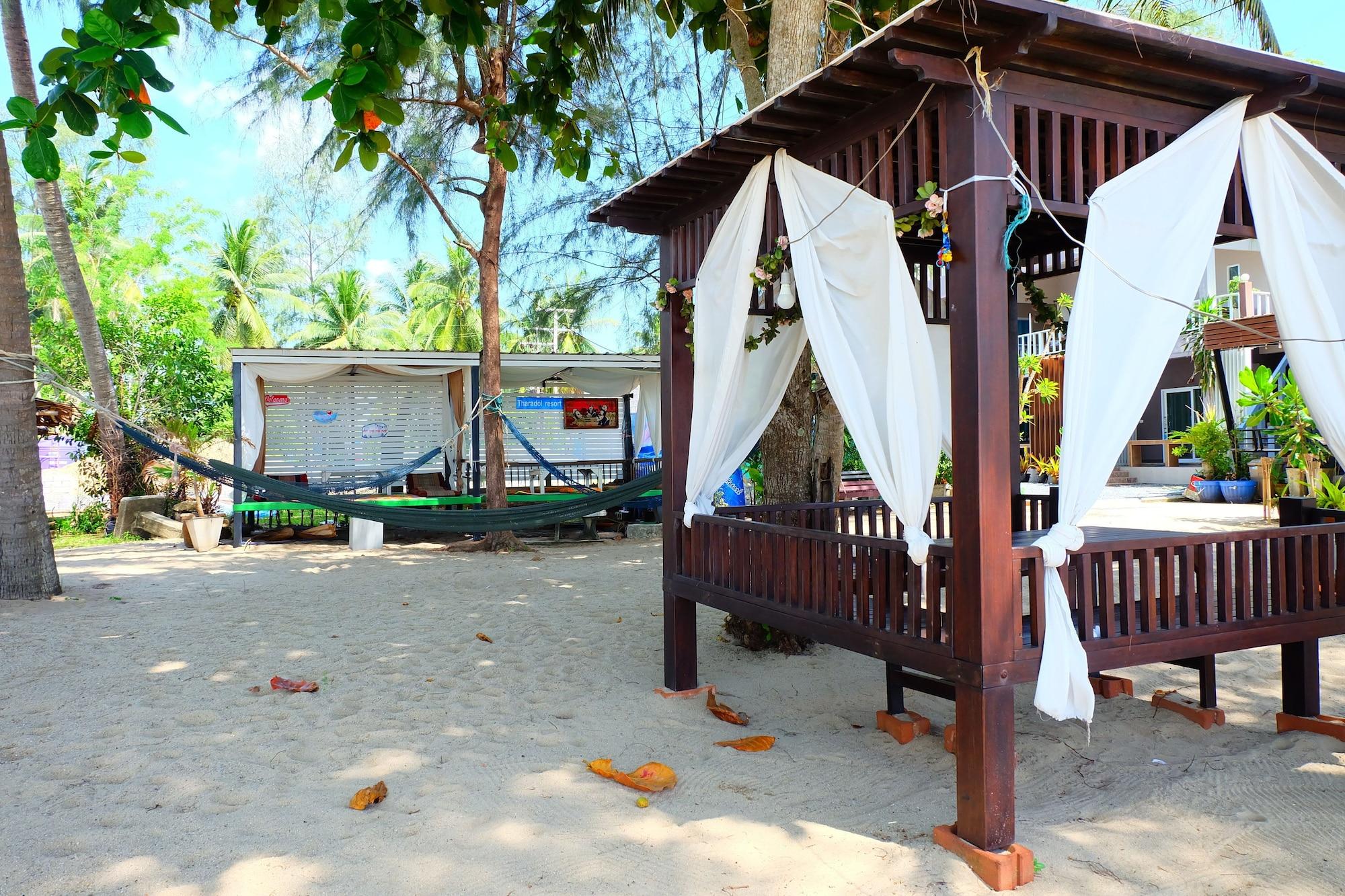 Tharadol Beach Resort, Tha Sala