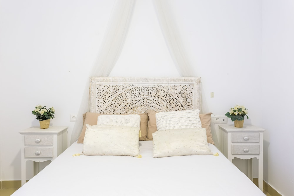 https://i.travelapi.com/hotels/29000000/28790000/28781200/28781111/20404ddb_z.jpg