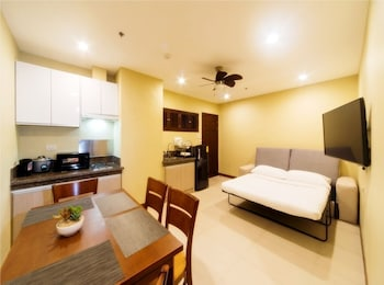 APARTEL UNITS BY V HOTEL AND APARTEL Room