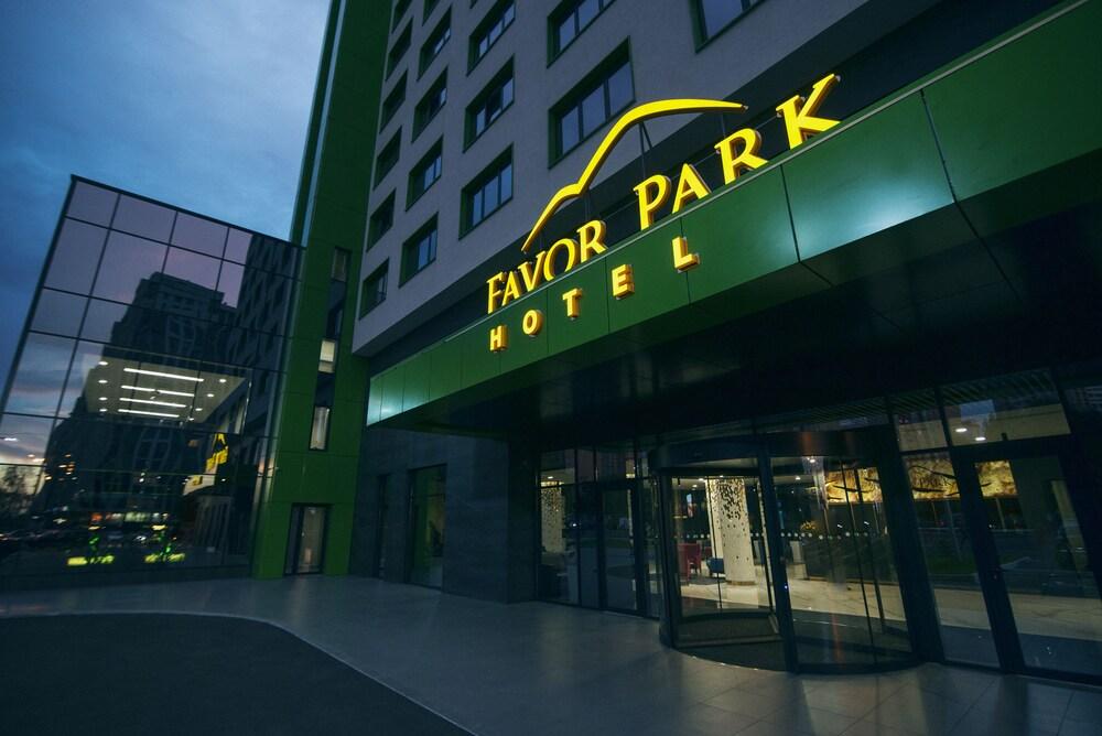 Отель Favor Park