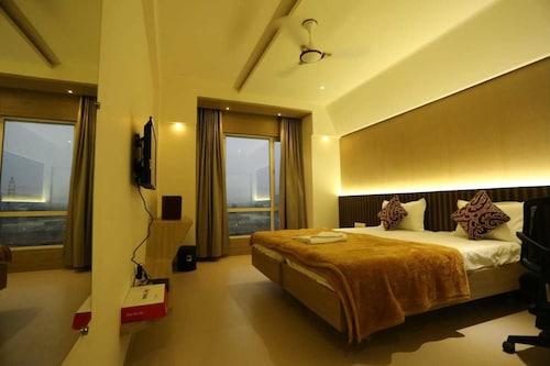 . Hotel Grand Parivaar