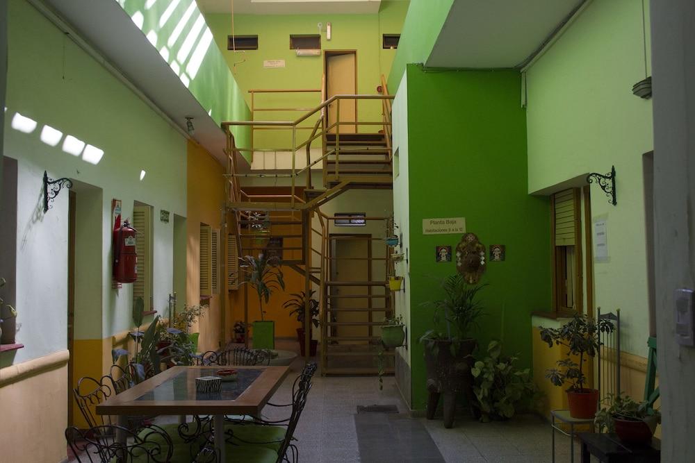 https://i.travelapi.com/hotels/29000000/28860000/28854700/28854700/5a6f81ef_z.jpg