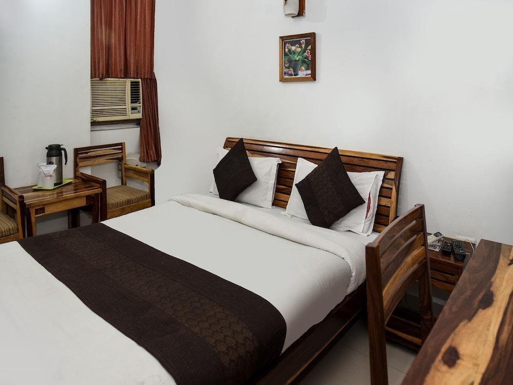 OYO 15995 Laavish Business Hotel