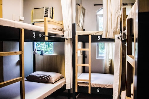Bunks Hostel - Adults Only, Cebu City