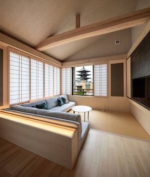CAMPTON KIYOMIZU Featured Image