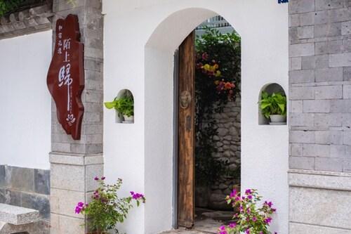 DALI HARMONY HOUSE, Dali Bai